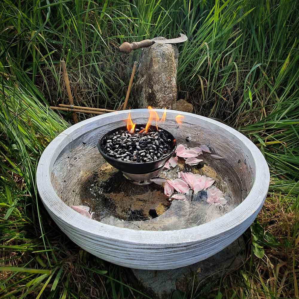 Vasque contenant l'eau et le feu pour honorer Brigantia