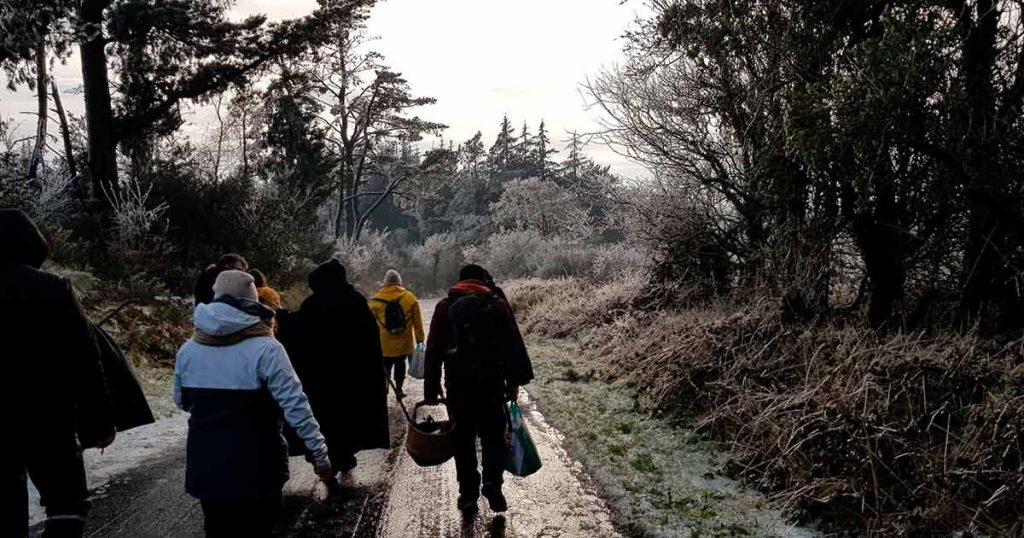 retour de cérémonie dans la neige