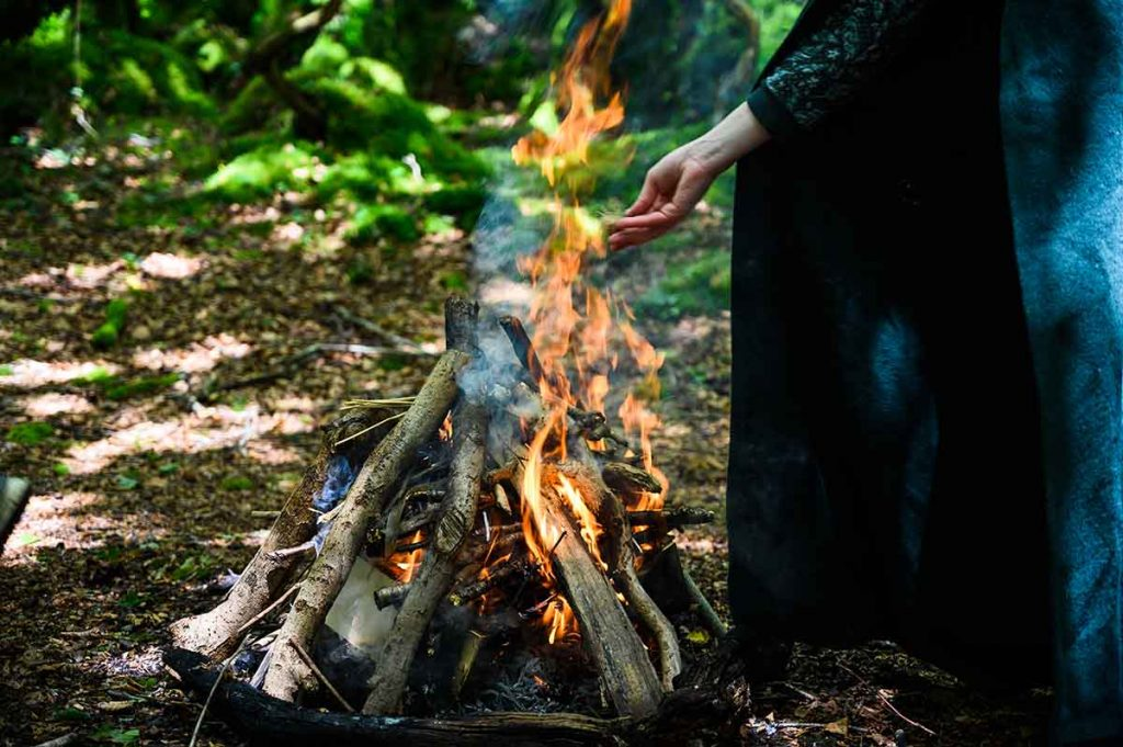 Chaleur et joie du feu cérémoniel